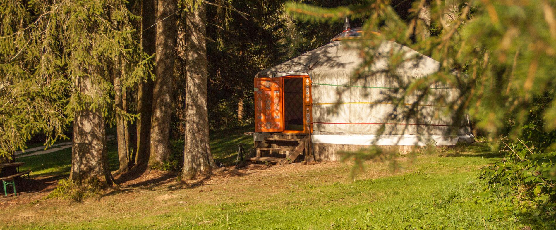 lightbox-camping-saignelegier-yourt1